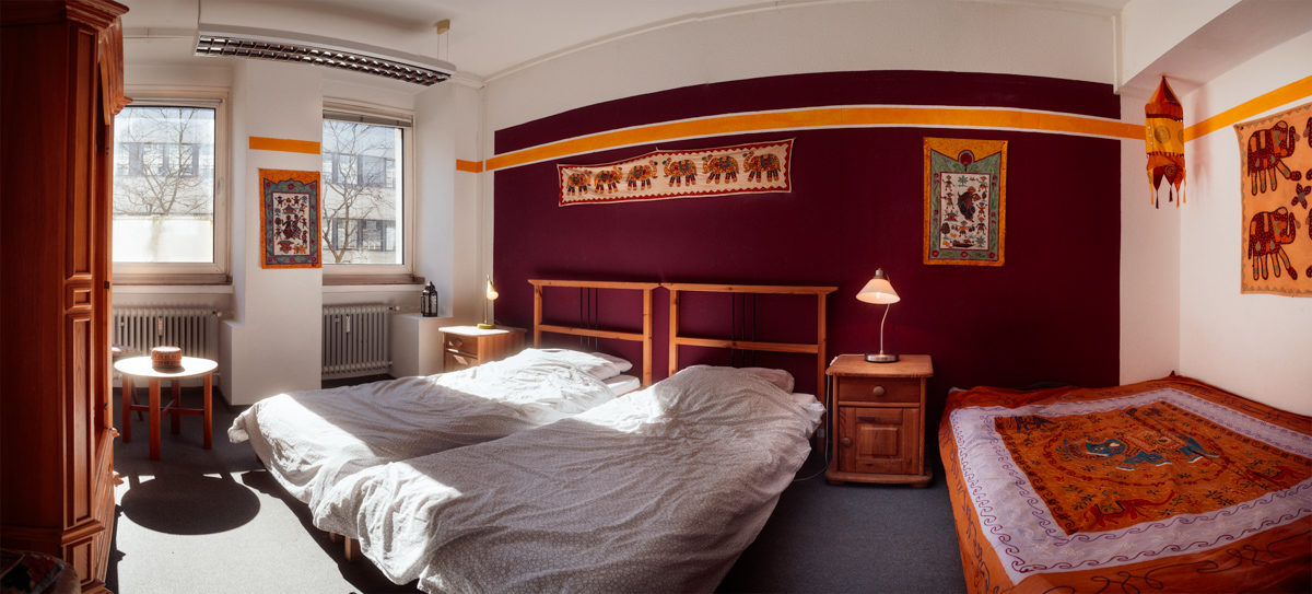 2-Bed indian room with 2 beds