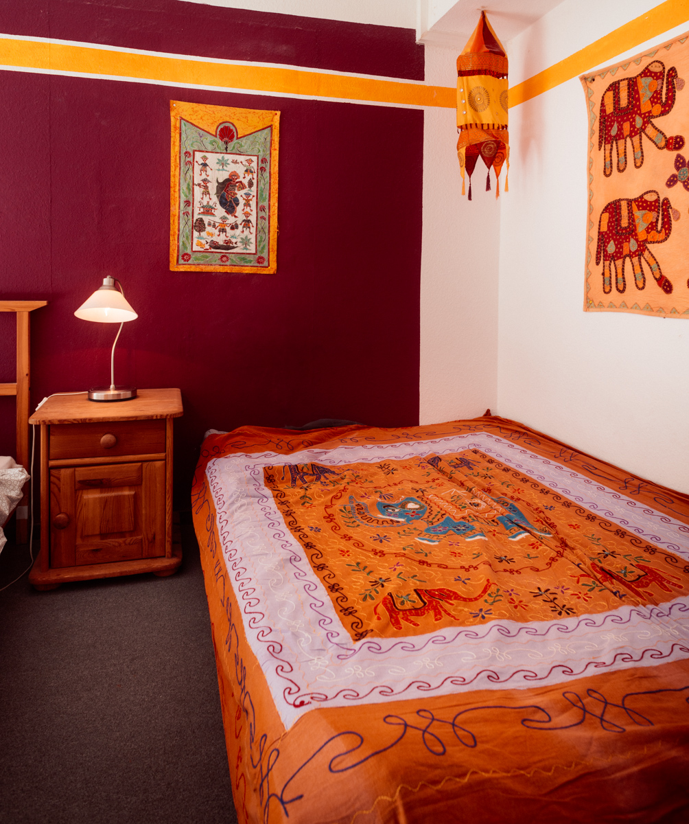 2-Bed indian room with aditional bed for a third person
