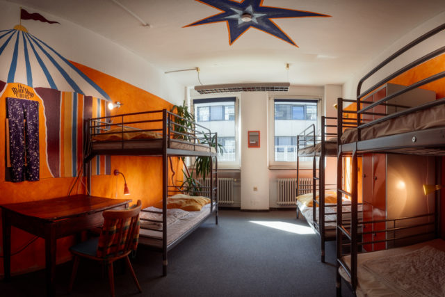 Overview of the 6 bed circus room