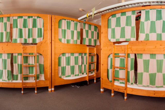 eight bed dragon room